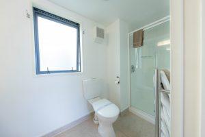 King-bathroom-2