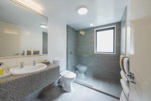 King-bathroom-3