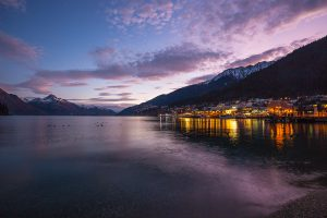 Queenstown_lakefront_winter_sunset_med